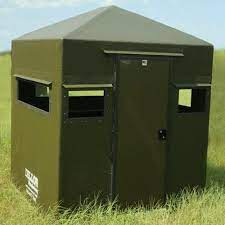Dillon 4x6 blind with door on 6 ft side